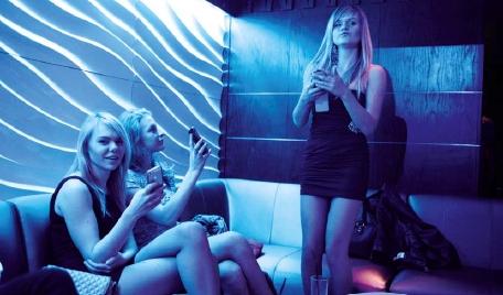 Party feiernde Russinnen in Limassol (Foto: Heinz S. Tesarek)