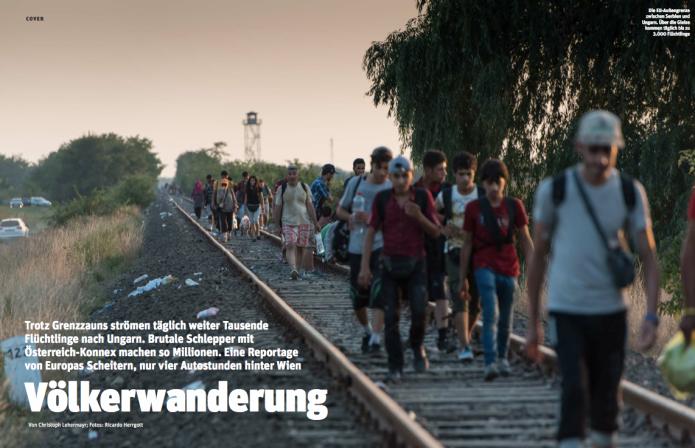 Zu Tausenden marschieren Flüchtlinge über den Bahndamm in die EU (Foto: Ricardo Herrgott)
